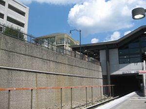 2012-08-22_GAAtlanta-LindberghStation_MARTA-Train_Entrance